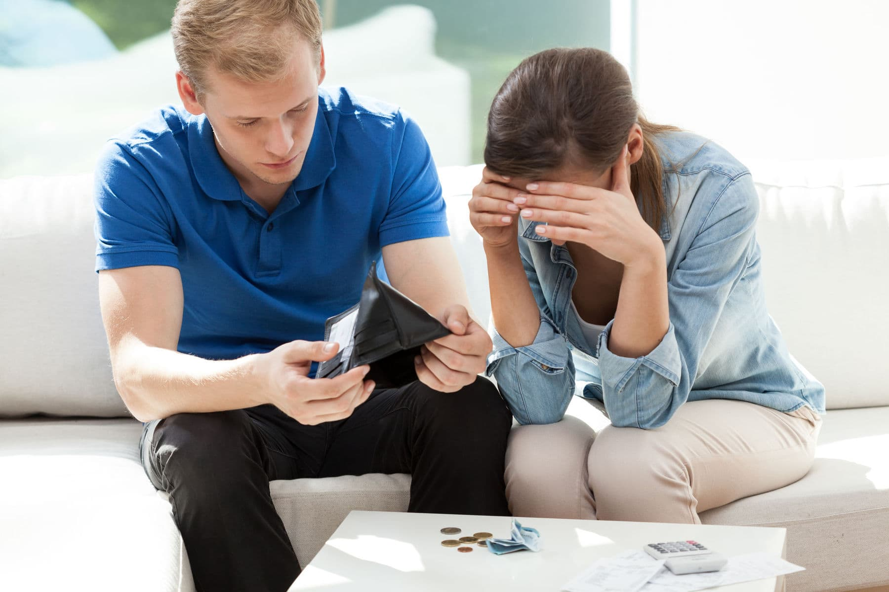 Couple with financial difficulties